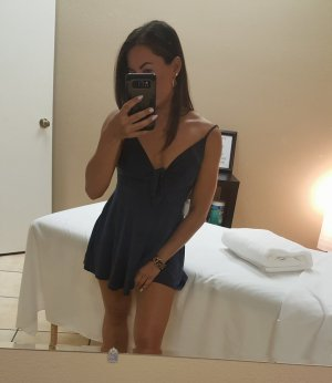 Damaris live escort and erotic massage