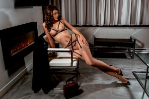 Elvire escort girl and erotic massage