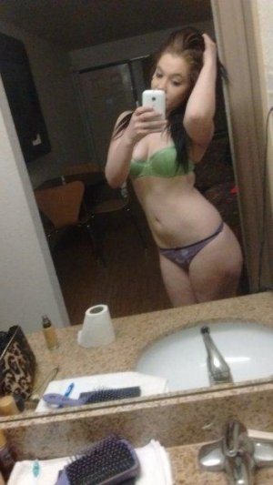 Leonna call girl in Grandville MI, massage parlor