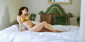 Irati nuru massage and call girl